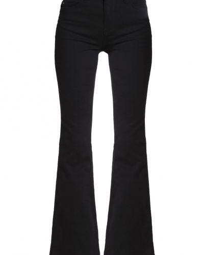 Till tjejer från KIOMI, en bootcut jeans.