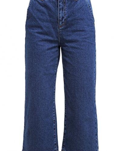 Till tjejer från Dorothy Perkins, en bootcut jeans.
