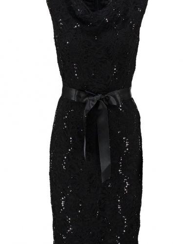 Fodralklänning black Young Couture by Barbara Schwarzer fodralklänning till mamma.