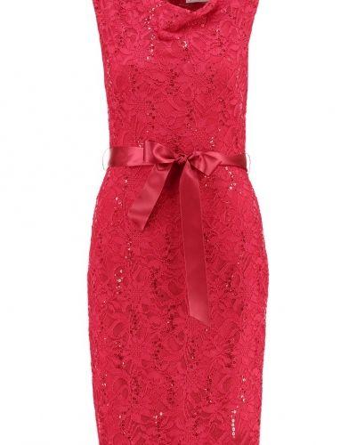 Fodralklänning rot Young Couture by Barbara Schwarzer fodralklänning till mamma.