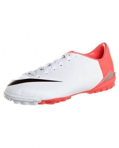 Nike Performance Nike Performance Fotbollsskor universaldobbar Vitt. Fotbollsskorna håller hög kvalitet.