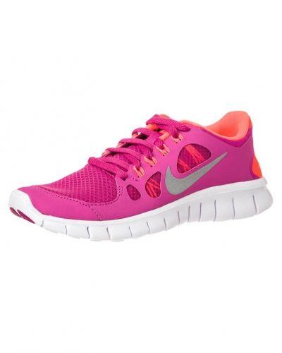 Till barn från Nike Performance, en rosa löparsko.