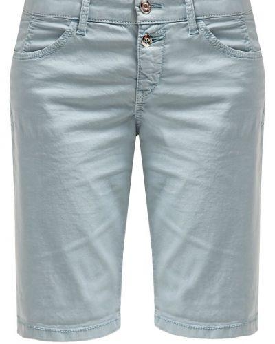 Till dam från MAC, en shorts.