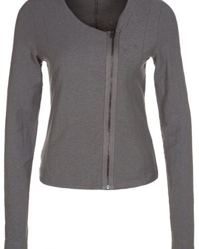 Till dam från Opus, en grå zip-tröja.