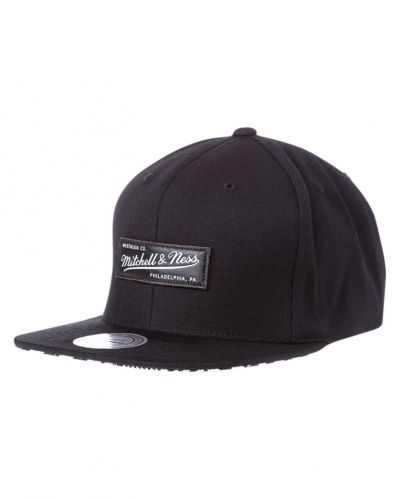 Geotech keps black Mitchell & Ness keps till mamma.