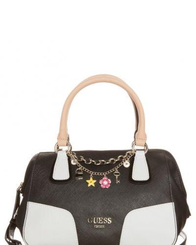 Guess Girlfriend handväska. Väskorna håller hög kvalitet.