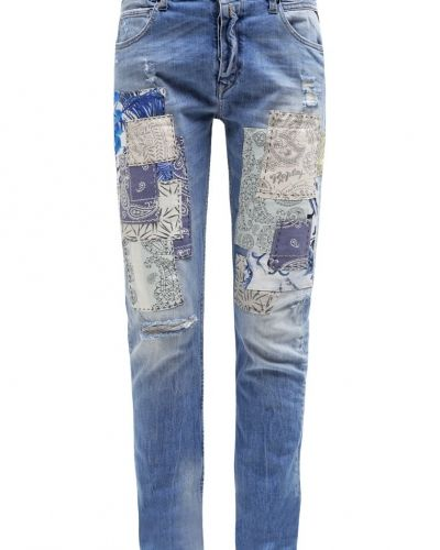 Till dam från Replay, en relaxed fit jeans.