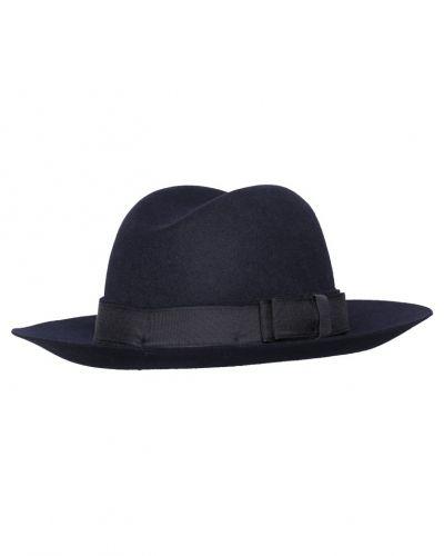 Guilina hatt blau Tiger Of Sweden hatt till mamma.