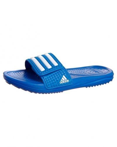 adidas Performance Halva 3 badskor. Traningsskor håller hög kvalitet.