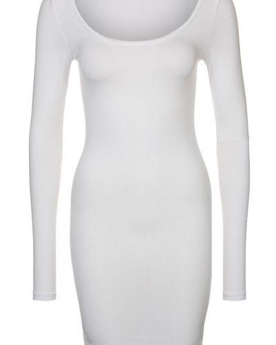 Vit långärmad klänning från mbyM till dam.