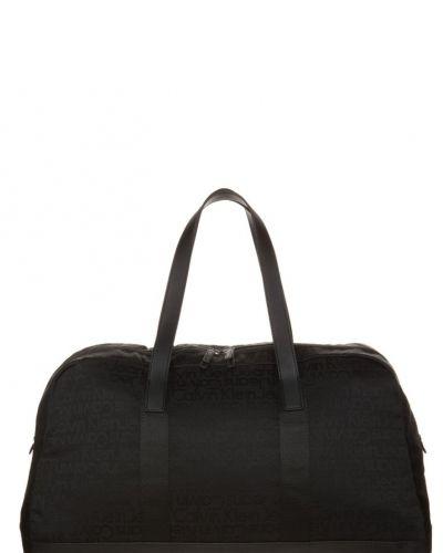 Calvin Klein Jeans Hard & heavy weekendbag. Resvaskor håller hög kvalitet.