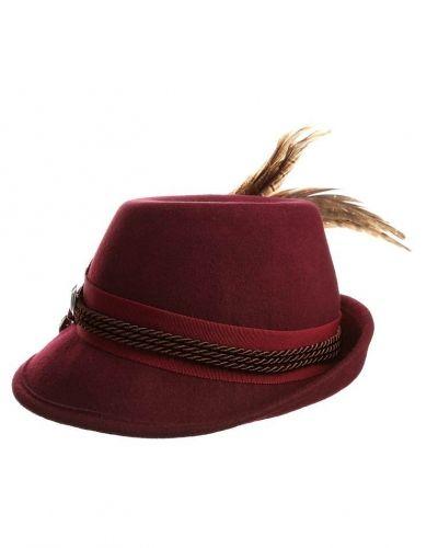 Hatt från Strenesse Blue, Hattar