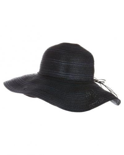 Hatt från Anna Field, Hattar