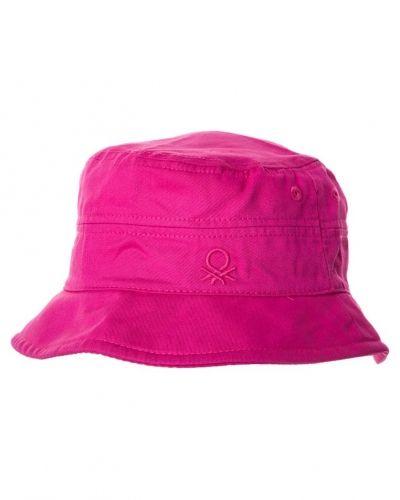 Hatt från Benetton, Hattar