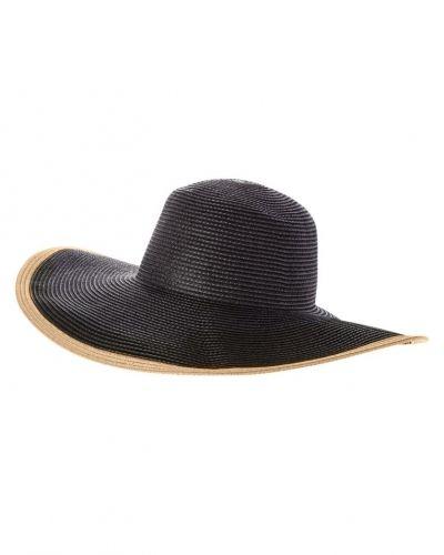 Till mamma från Whistles, en hatt.