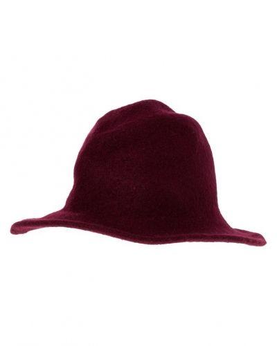 OVS hatt till mamma.