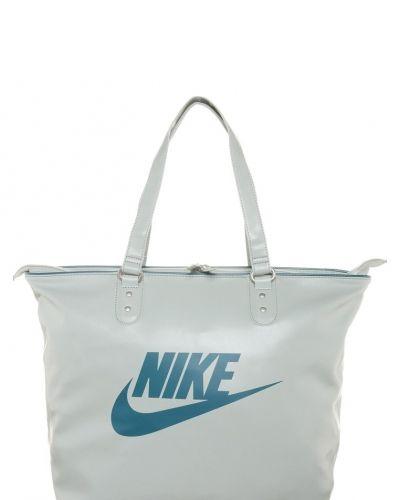 Nike Sportswear Heritage shoppingväska. Väskorna håller hög kvalitet.
