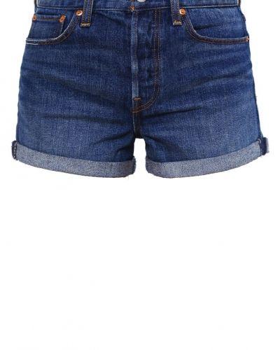 Till mamma från Levi's®, en jeansshorts.