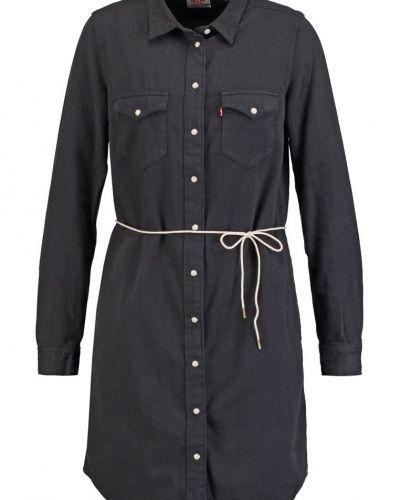 Iconic jeansklänning black ink Levi's® jeansklänning till mamma.