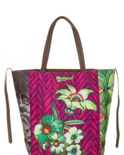 Desigual Ishburi shoppingväska. Väskorna håller hög kvalitet.