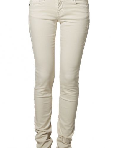 Till dam från Cimarron, en vit jeans.