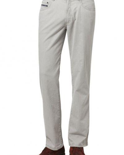 Till herr från Bugatti, en grå straight leg jeans.