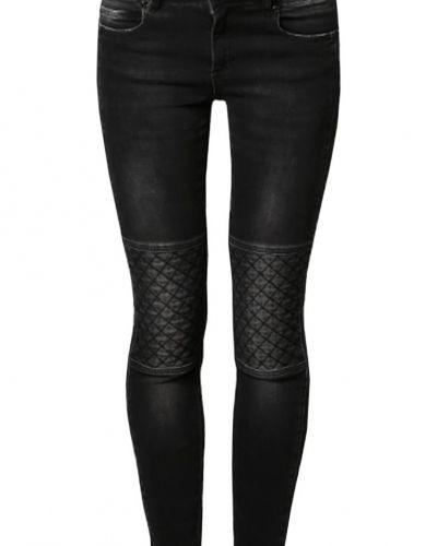 Till dam från Set, en svart slim fit jeans.