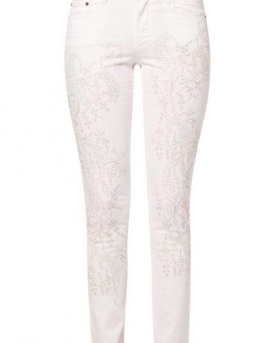 Till dam från Odd Molly, en vit slim fit jeans.