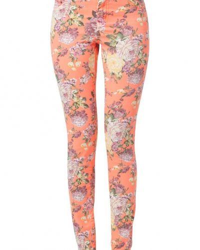 Till dam från ONLY, en orange slim fit jeans.