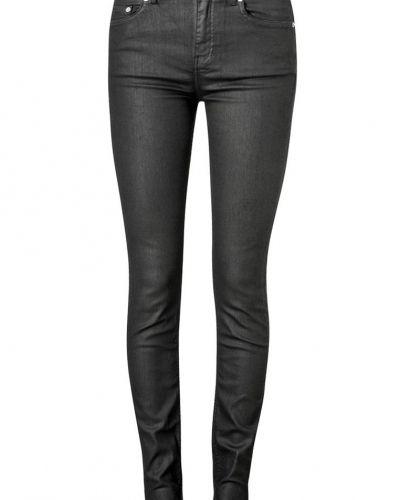 Till dam från BLK DNM, en svart slim fit jeans.