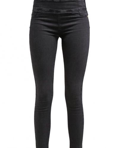 Till mamma från Patrizia Pepe, en slim fit jeans.