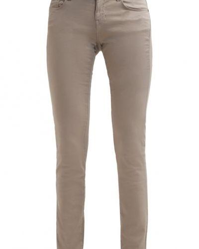 Cimarron slim fit jeans till mamma.