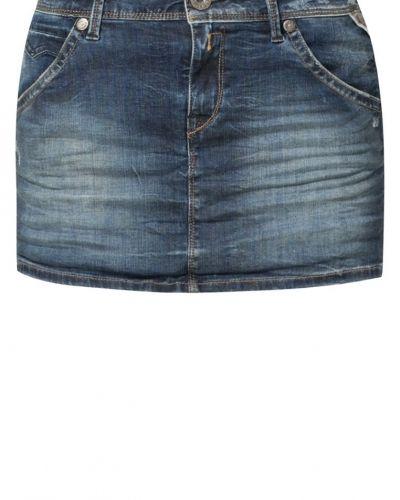 Till tjejer från Replay, en blå jeanskjol.