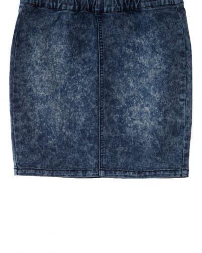 Till tjejer från Even&Odd, en blå jeanskjol.