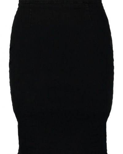 Till tjejer från Replay, en svart jeanskjol.