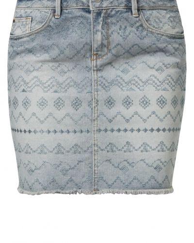 Till tjejer från Esprit, en blå jeanskjol.
