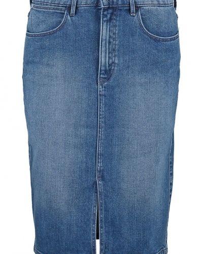 Till tjejer från Wrangler, en jeanskjol.
