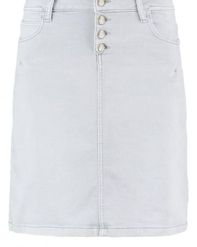 Till tjejer från S.Oliver, en jeanskjol.