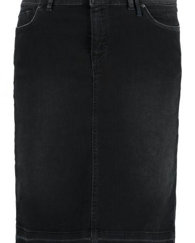 Till tjejer från Marc O'Polo DENIM, en jeanskjol.