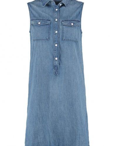 Till tjejer från GAP, en jeansklänning.