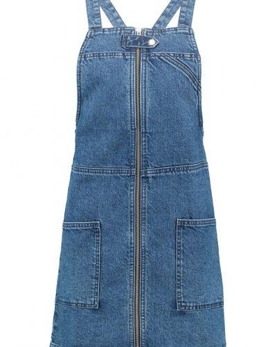 Till mamma från Topshop, en jeansklänning.