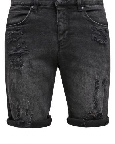 Till tjejer från Shine Original, en jeansshorts.