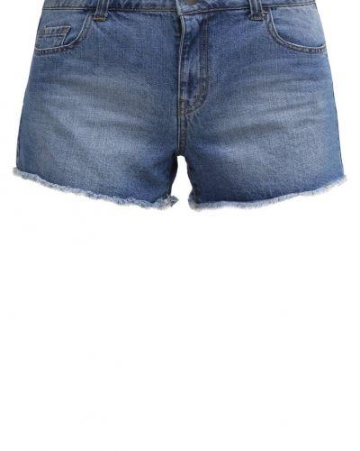 Till mamma från Dorothy Perkins, en jeansshorts.