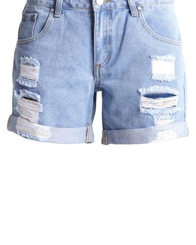 Till tjejer från TWINTIP, en jeansshorts.