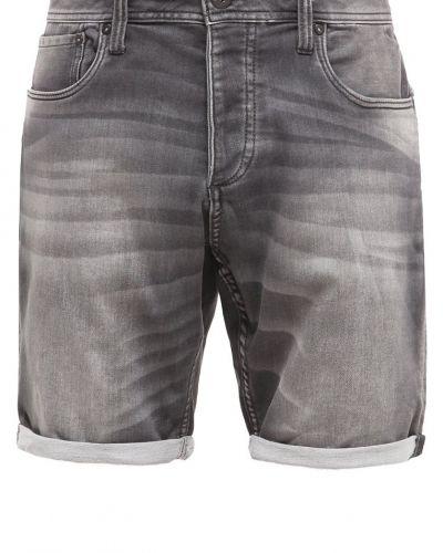 Till tjejer från Jack & Jones, en jeansshorts.