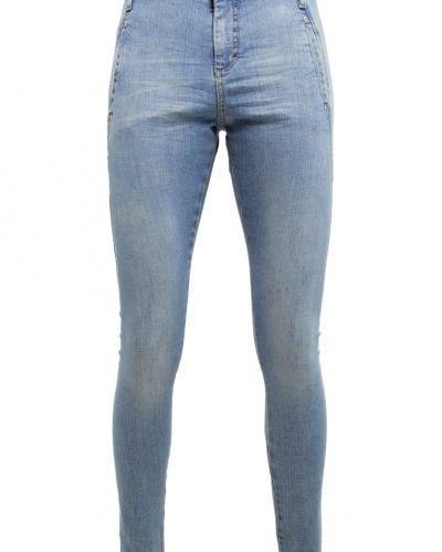Till dam från Fiveunits, en relaxed fit jeans.