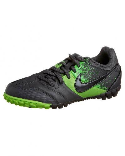 Nike Performance Jr bomba fotbollsskor universaldobbar. Fotbollsskorna håller hög kvalitet.