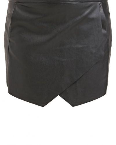 Jrlaina shorts black JUNAROSE shorts till dam.