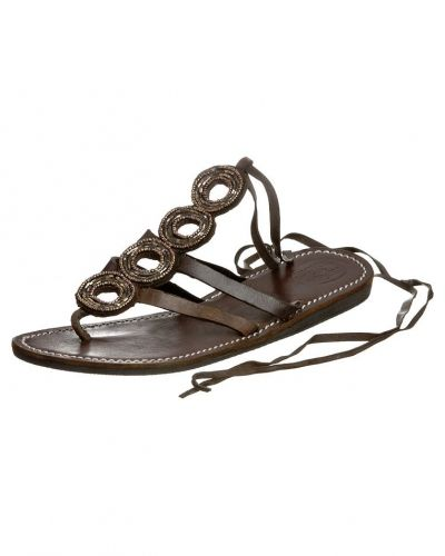 Jonak flip-flops till dam.