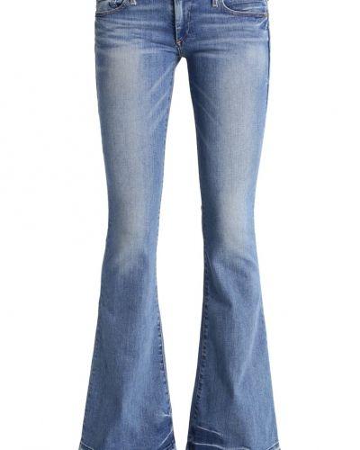 Till tjejer från True Religion, en bootcut jeans.